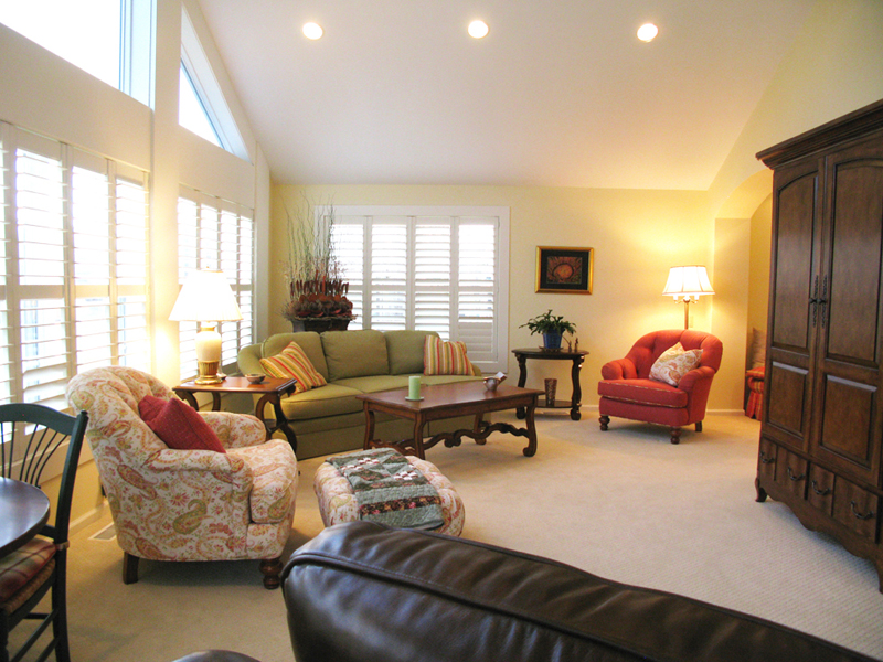 Laurel-Lake-Villa-Living-Room_6.jpg thumbnail
