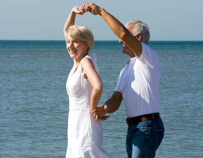 Couple-Dancing-on-Beach_5344675_403.jpg