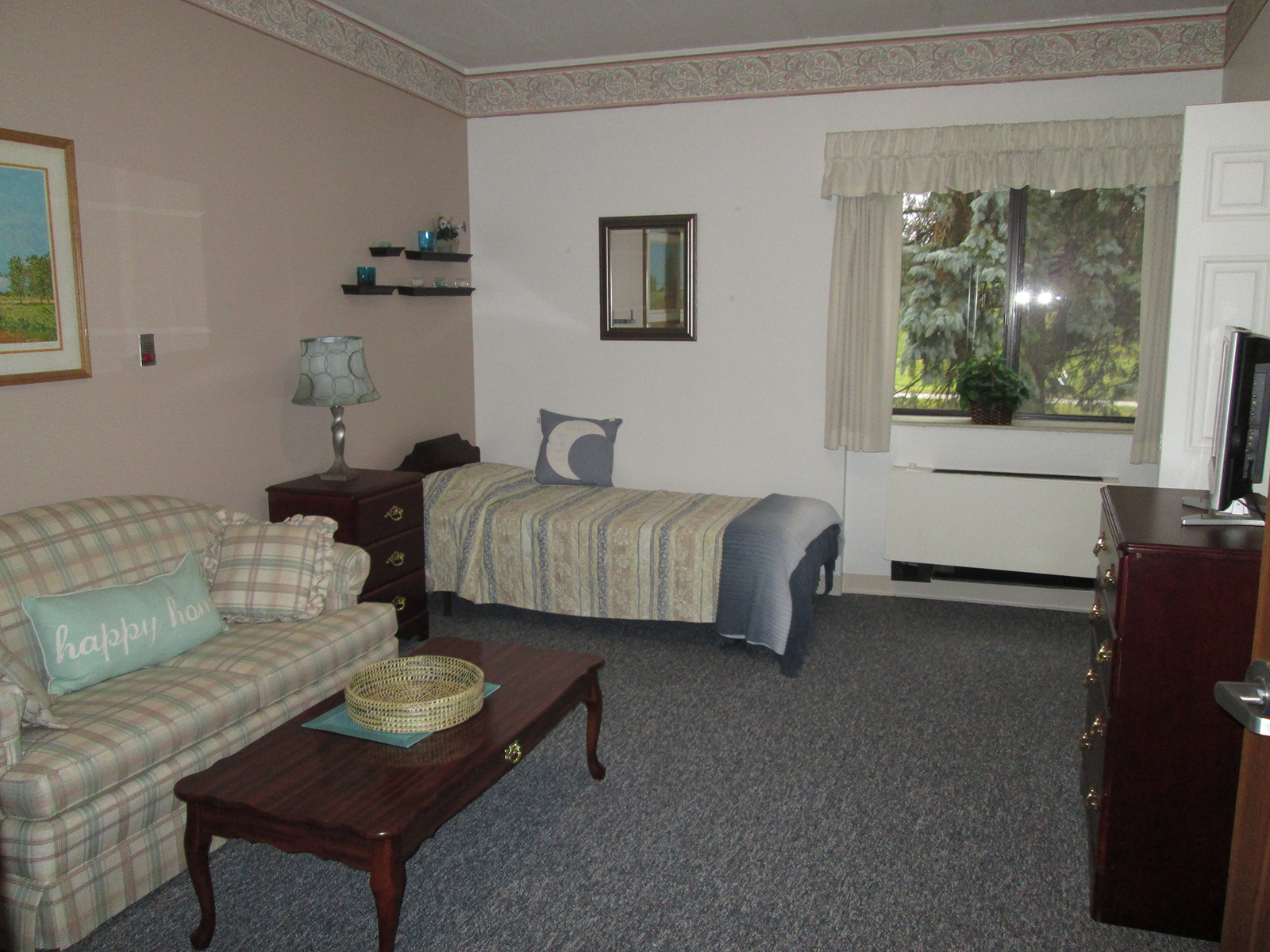 FarmingtonHillsInn_Bedroom.jpg