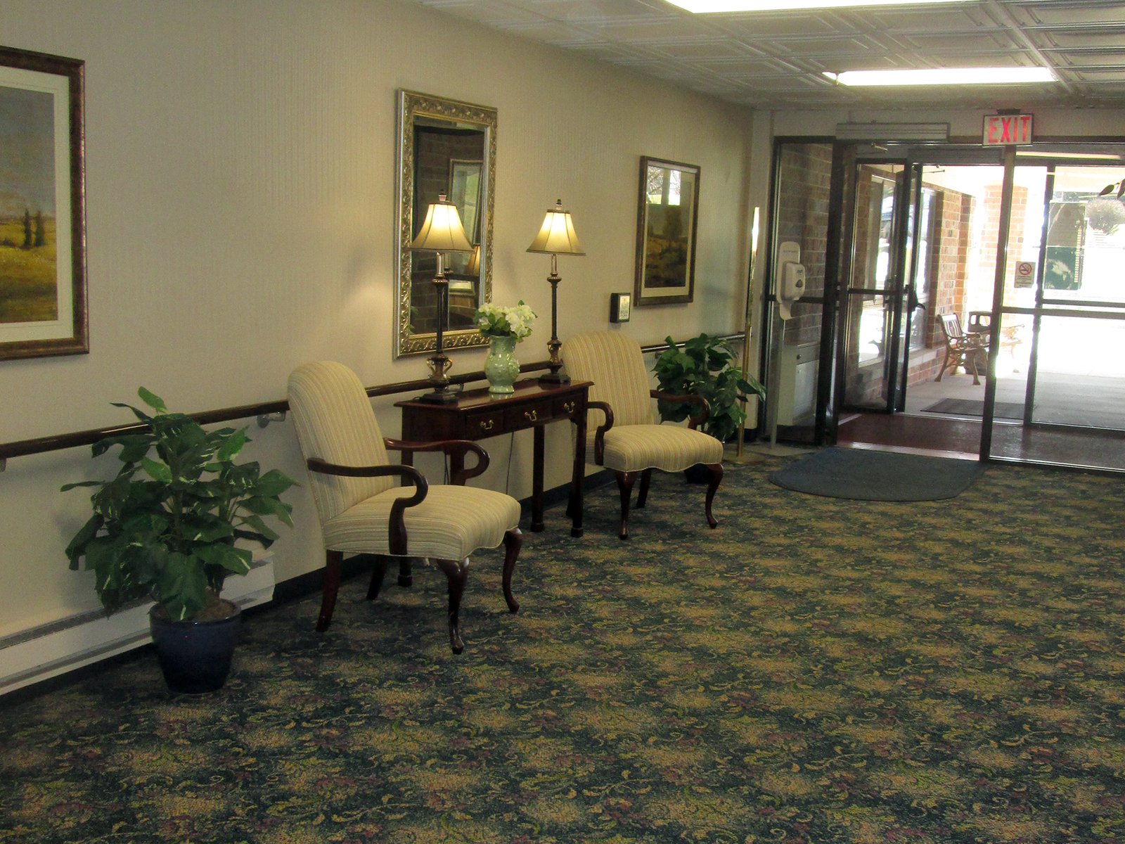 FarmingtonHillsInn_Entrance.jpg