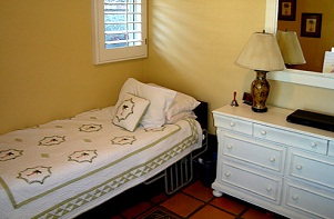 Heathers-Newport-Bedroom.jpg