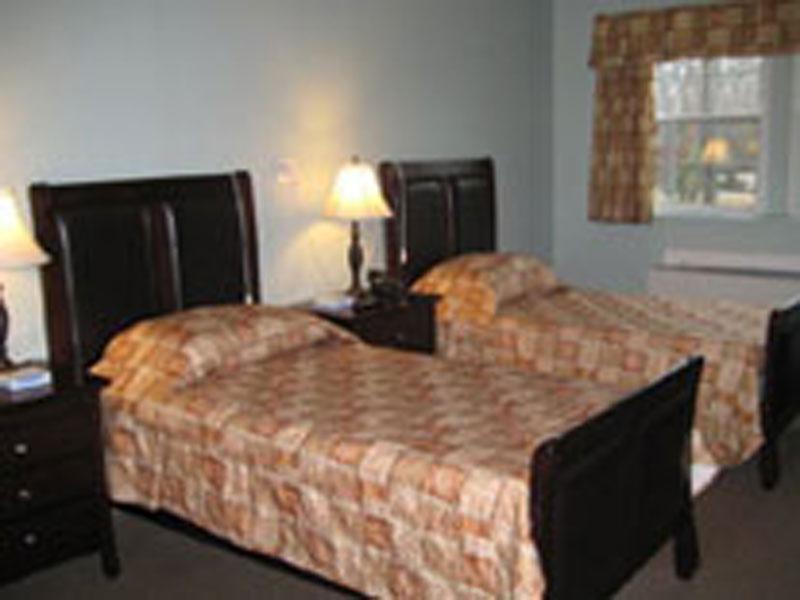 Birchwood-Suites-AL_Bedroom.jpg