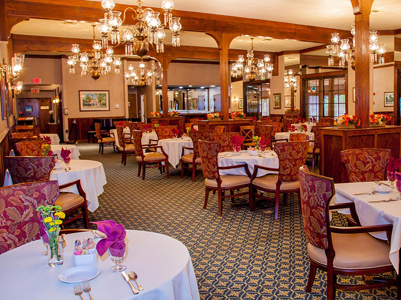 Oaks-of-Pasadena_Dining.jpg