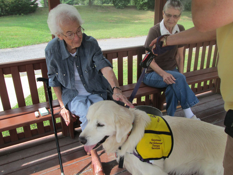 Colonial-Lodge-Community_PA_PetTherapy.jpg