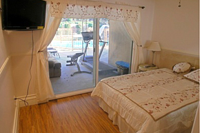 LaurelwoodVilla_Bedroom.jpg
